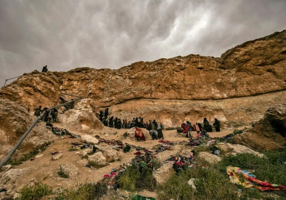 Syrie: la dernière poche djihadiste bombardée, 3000 redditions