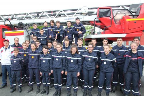 Vingt Cinq Jeunes Sapeurs Pompiers En Formation à Sézanne