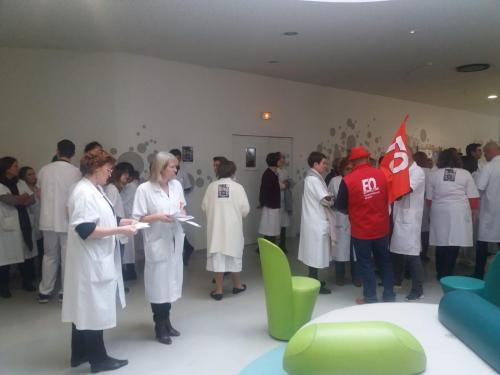 VIDÉO. Journée de grève dans les hôpitaux : 120 personnes rassemblées à Troyes - L'Est Eclair