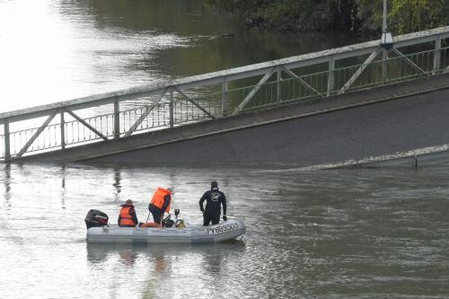 Pont effondré près de Toulouse : une adolescente tuée et «probablement plusieurs disparus» - L'Est Eclair