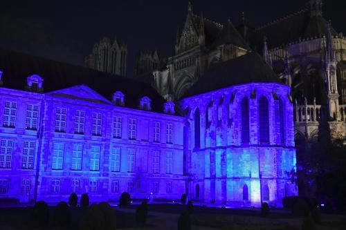 PHOTOS. Bâtiments et monuments illuminés de bleu à Reims pour l'Unicef - L'Union