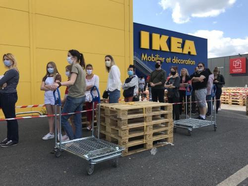 Du Monde Pour L Ouverture D Ikea A Reims Mais Pas La Cohue