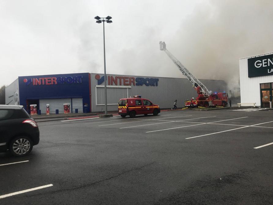 4141b63f944524 Incendie au magasin Intersport à Laon: prudence sur la RN2 - Journal ...