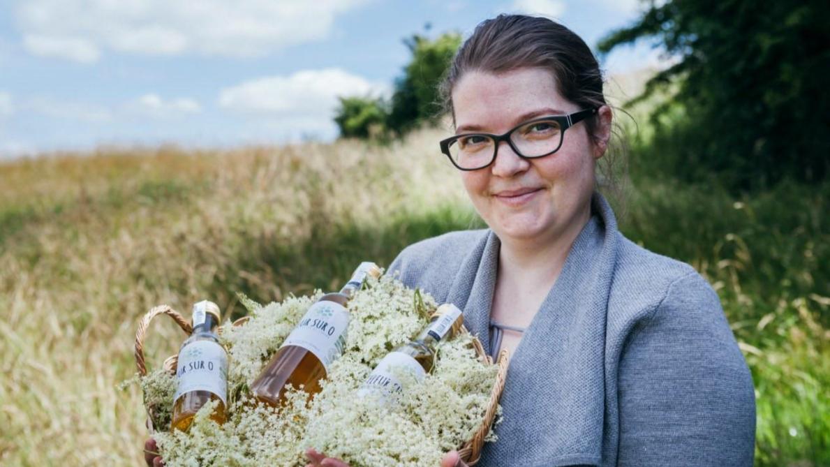 Clotilde Brown a besoin de financer un laboratoire pour transformer les inflorescences de sureau noir en un nectar haut de gamme.