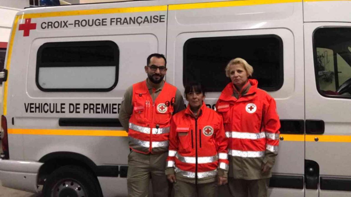 trois secouristes de la croix rouge en renfort paris journal l 39 ardennais abonn. Black Bedroom Furniture Sets. Home Design Ideas