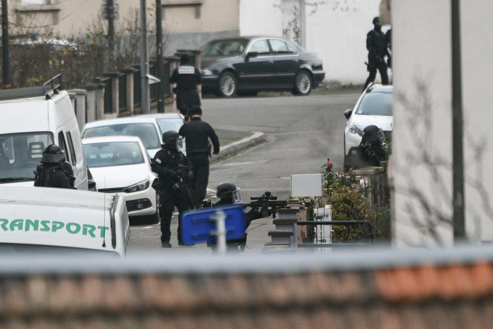 La police diffuse un appel à témoins pour retrouver le tireur — Attentat