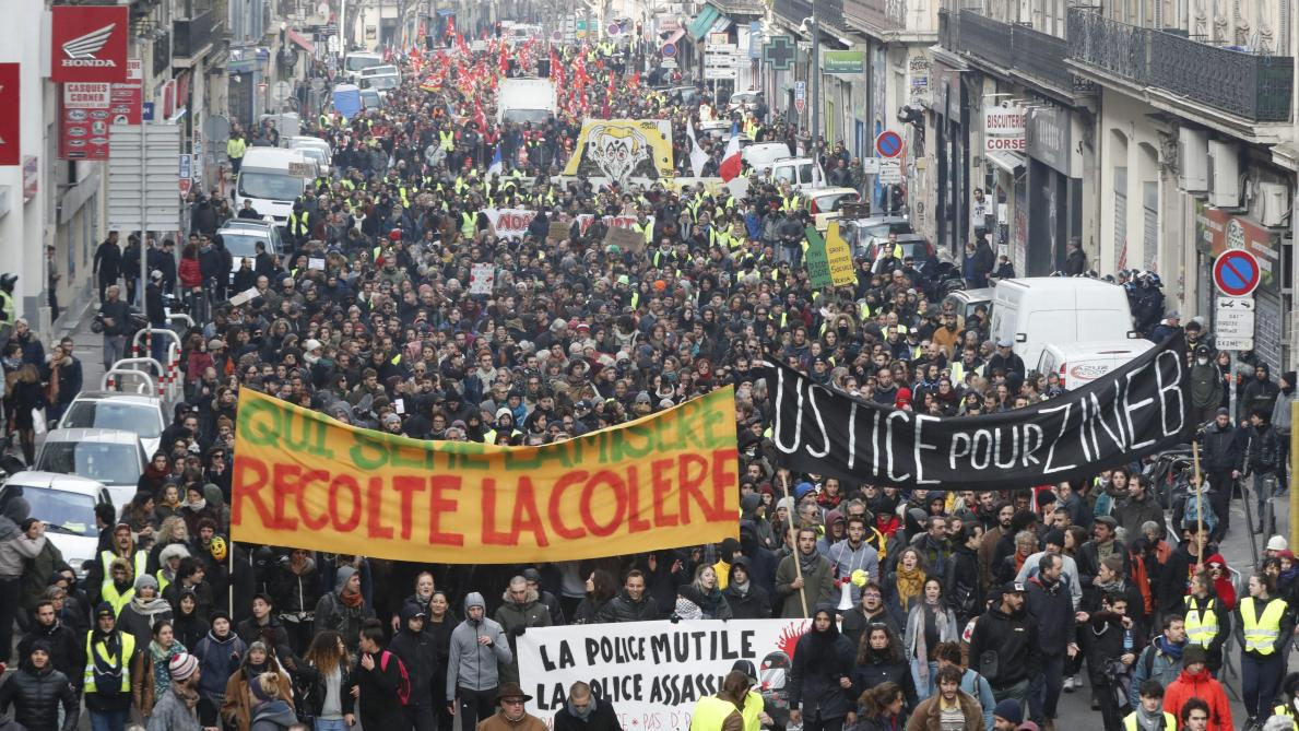 Un millier de manifestants à Paris, 64 interpellations — Gilets jaunes