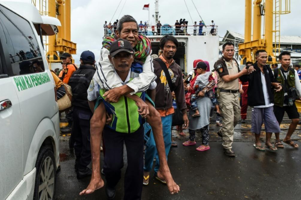 La pluie entrave les efforts désespérés des secours — Tsunami indonésien