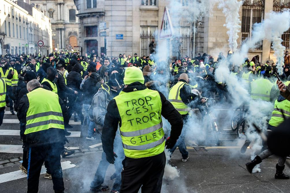 acte 10 des gilets jaunes 84 000 manifestants dans toute la france des chauffour es paris. Black Bedroom Furniture Sets. Home Design Ideas