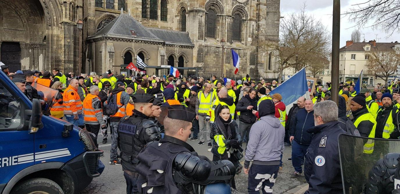 Mobilier De France Chalons En Champagne les gilets jaunes investissent les rues de châlons par centaines