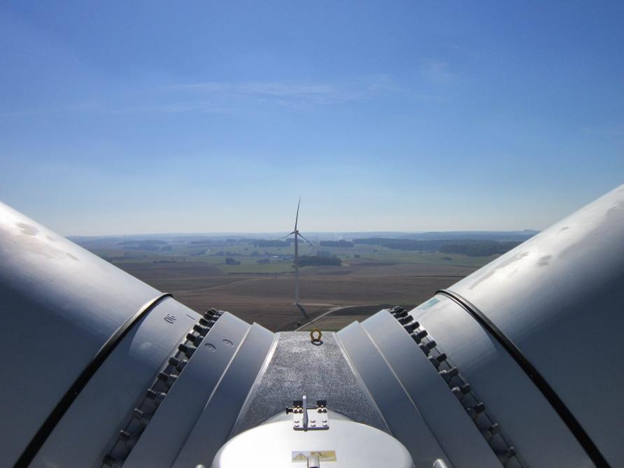 Culminant à 150 mètres de hauteur, les pales d'éoliennes peuvent poser problème, notamment si elles se trouvent au centre de couloirs migratoires.