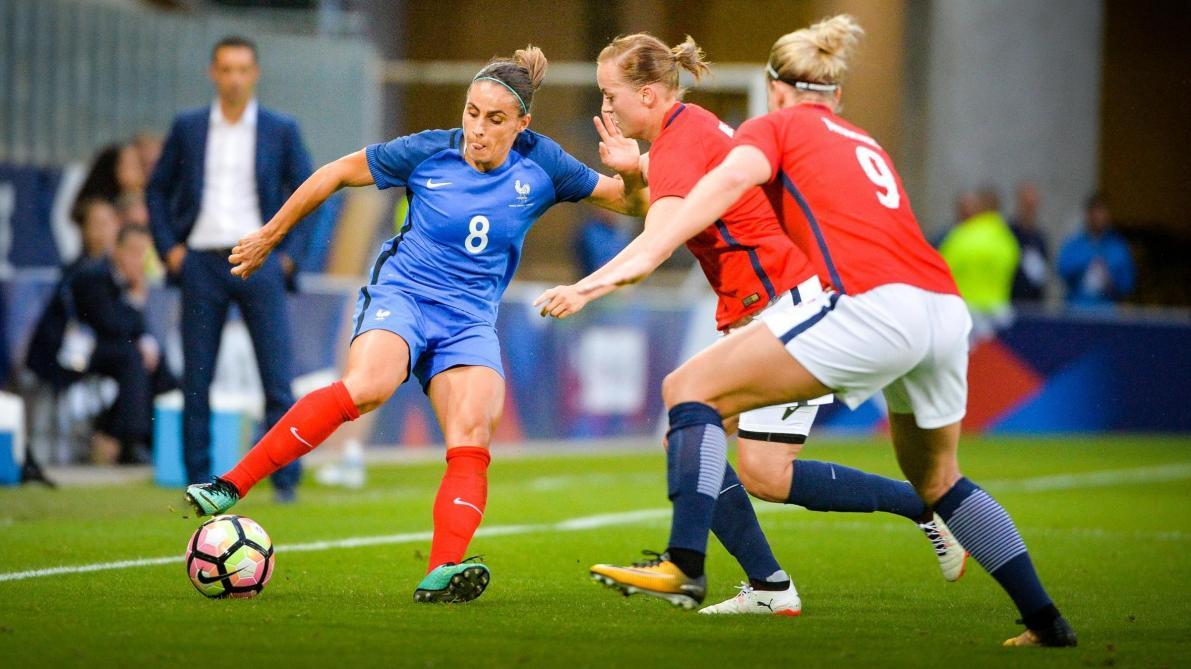 a406fa02002 Jessica Houara d'Hommeaux a porté à 64 reprises le maillot bleu, comme ici