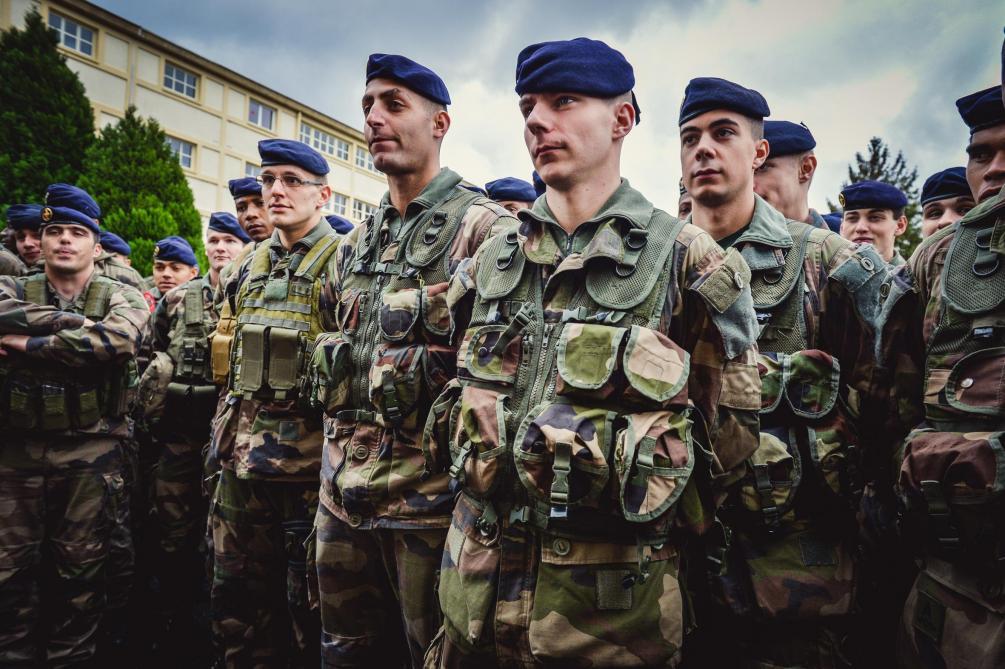 Les militaires du dispositif Sentinelle sécuriseront des bâtiments officiels samedi — Gilets jaunes