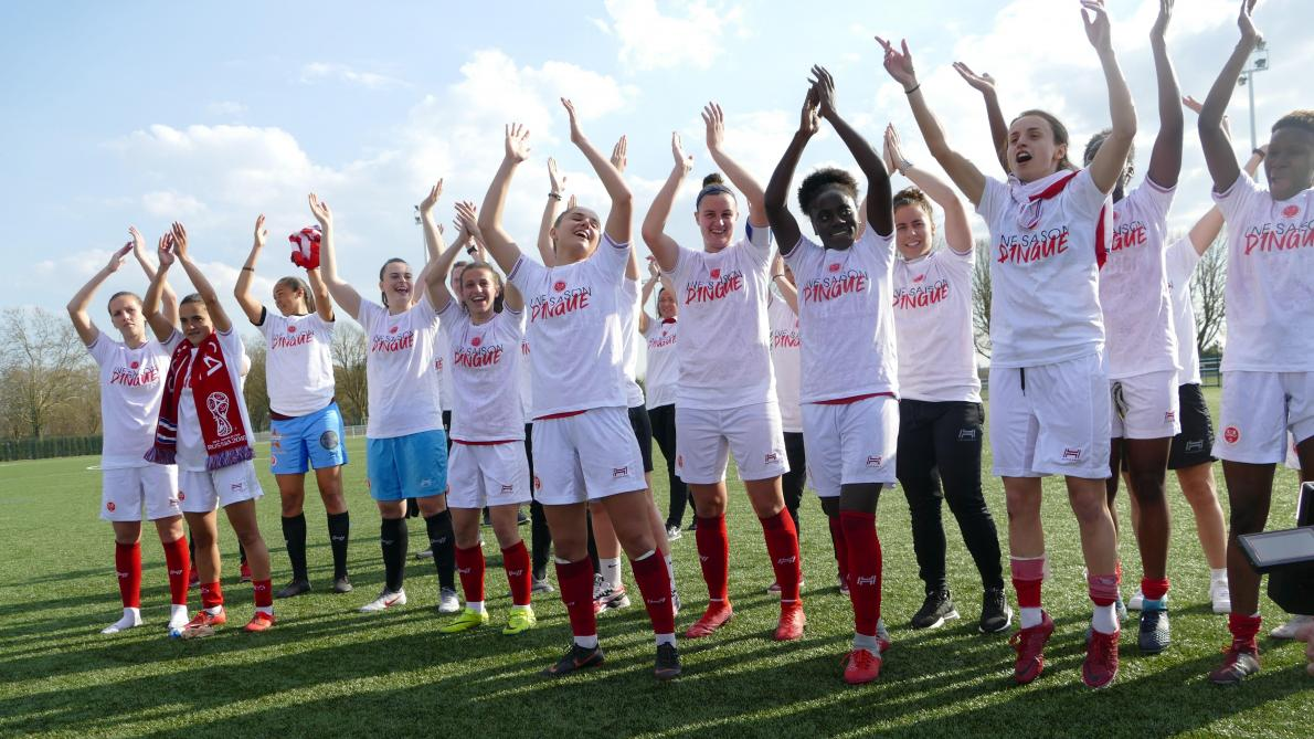 Video Football Les Feminines Du Stade De Reims Grimpent En