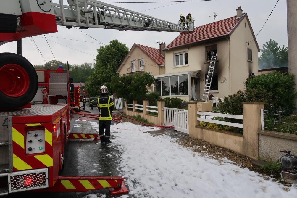 Blagny : Une Femme Sauvée De L'incendie De Sa Maison