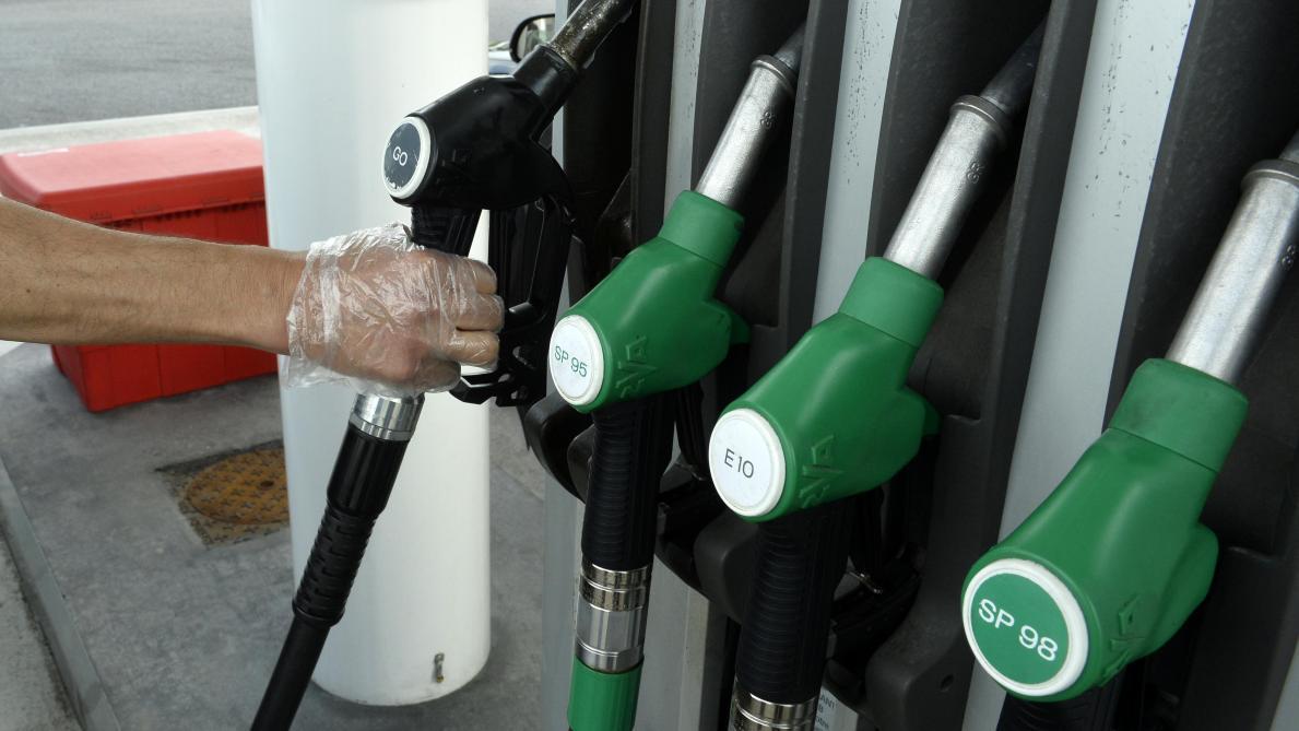 Les prix des carburants reculent en France — Essence