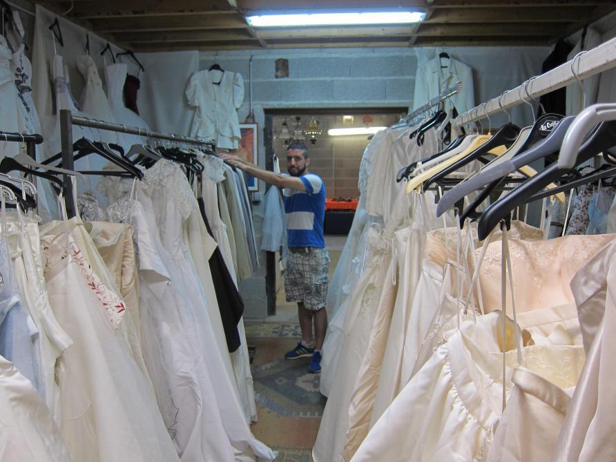Chez Emmaüs à Tours-sur-Marne, des robes