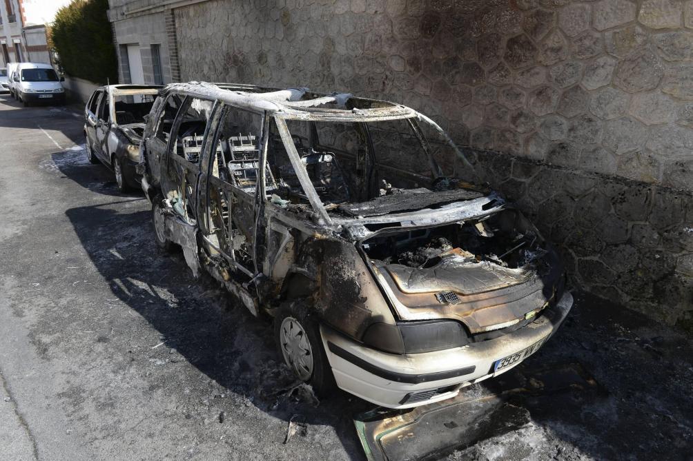 """Résultat de recherche d'images pour """"véhicules brûlés lyon centre 14 juillet"""""""