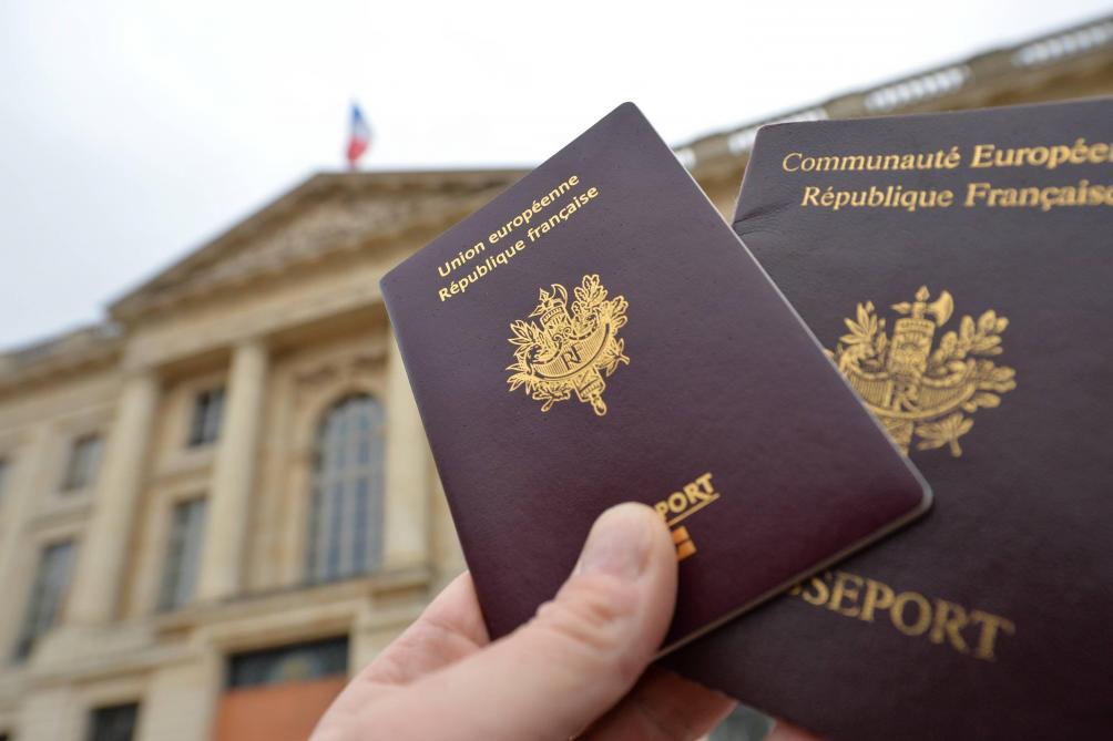 """Résultat de recherche d'images pour """"passport français"""""""