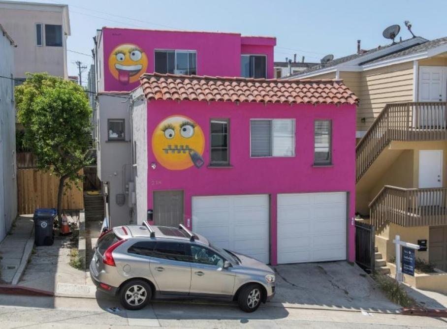 Californie : elle repeint sa maison en rose bonbon avec des ...