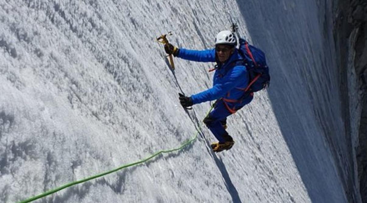 L'intrigante photo d'Eric Woerth en pleine ascension d'un glacier
