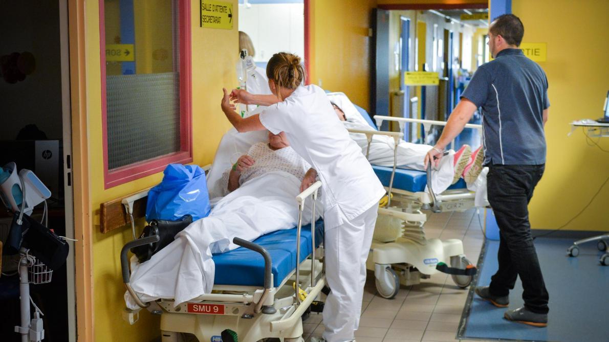 Un patient de 70 ans passe plus de 6 jours sur un brancard aux urgences de Saint-Quentin — Aisne