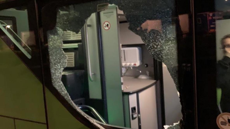 Percuté sur l'autoroute après s'être échappé d'un FlixBus en brisant sa vitre