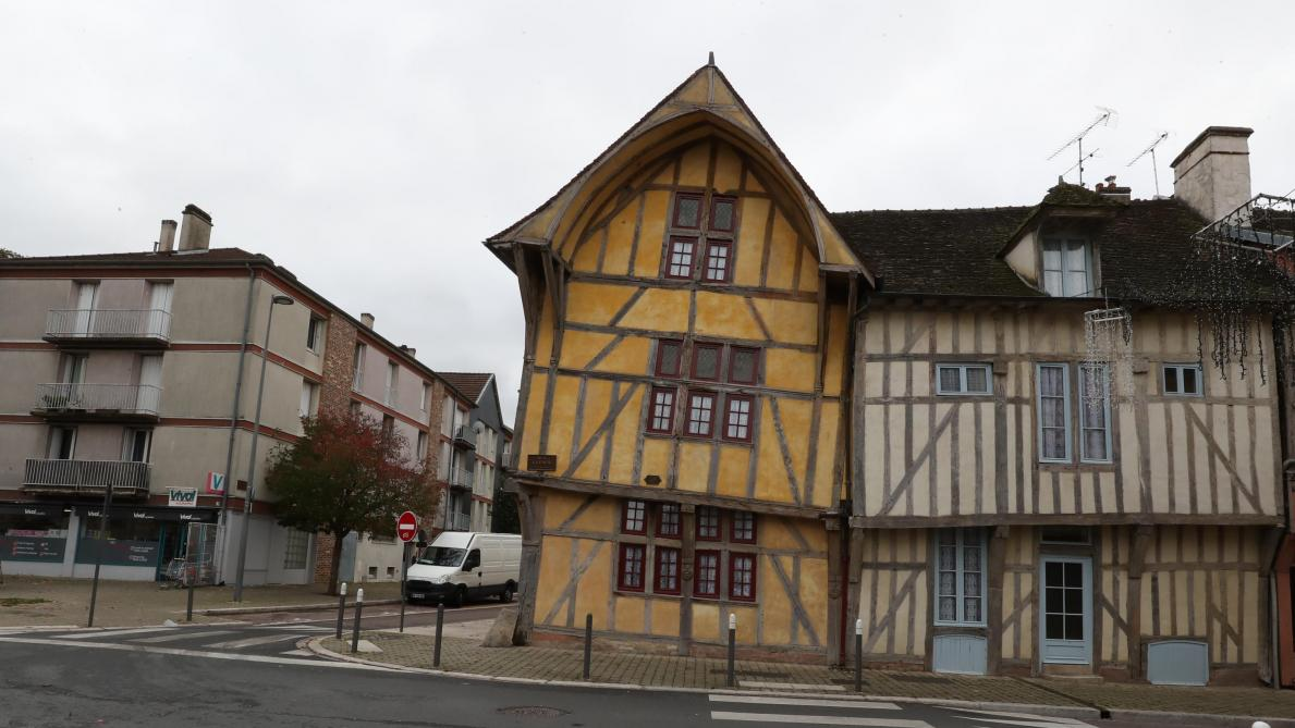Professeur Curieux : pourquoi la maison du Dauphin à Troyes penche-t-elle autant ? - L'Est Eclair