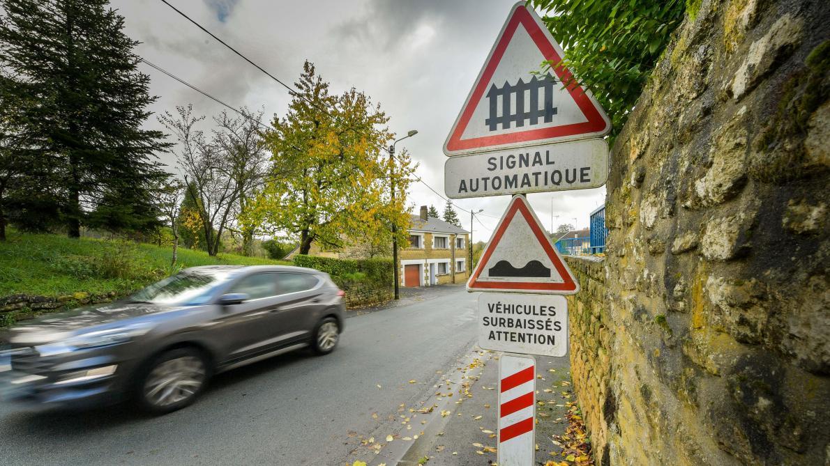 Saint-Pierre-sur-Vence: la signalisation du franchissement du passage à niveau en question - L'Ardennais