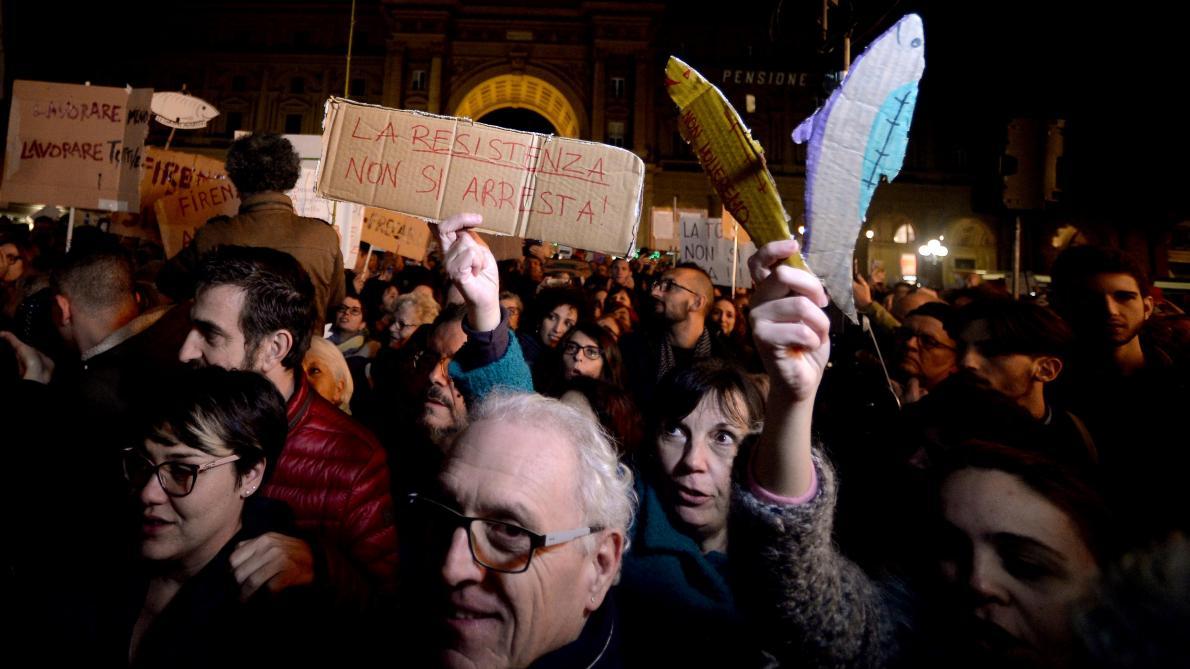 « Nous en avons marre d'une dialectique violente, populiste et surtout à matrice souverainiste », explique un participant à ce mouvement des sardines.