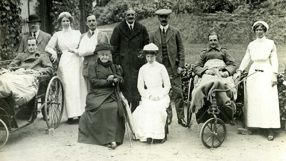 1914, Eugénie transforme sa maison de Farnsborough Hill, près de Saint Michael Abbay, sépulture de Napoléon III et du Prince Impérial, en hôpital militaire.