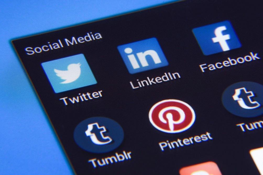 Une cliente critique sa banque sur Twitter, ses comptes bientôt clôturés