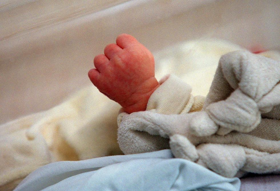 Un nouveau-né contaminé en Chine, une première — Coronavirus