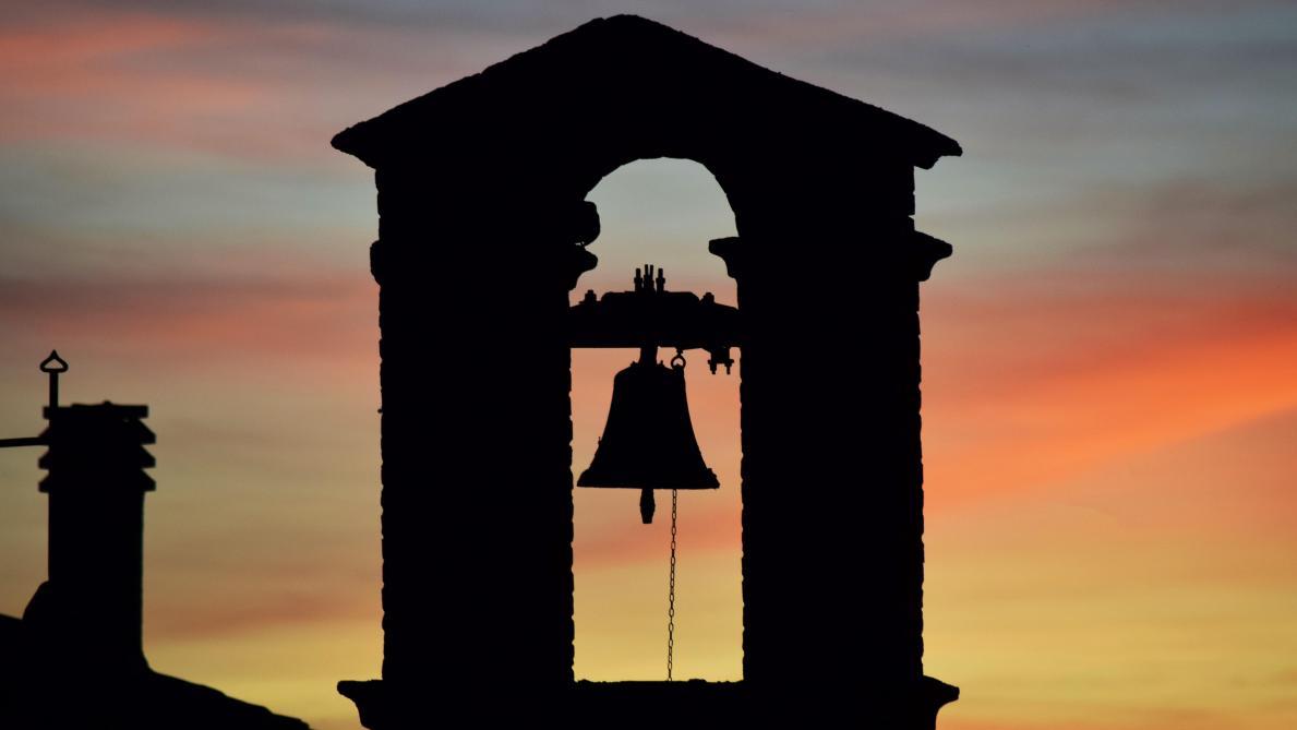 La cloche du soir - Auguste Lacaussade B9723039927Z.1_20200325164120_000%2BG4CFPMVEV.1-0