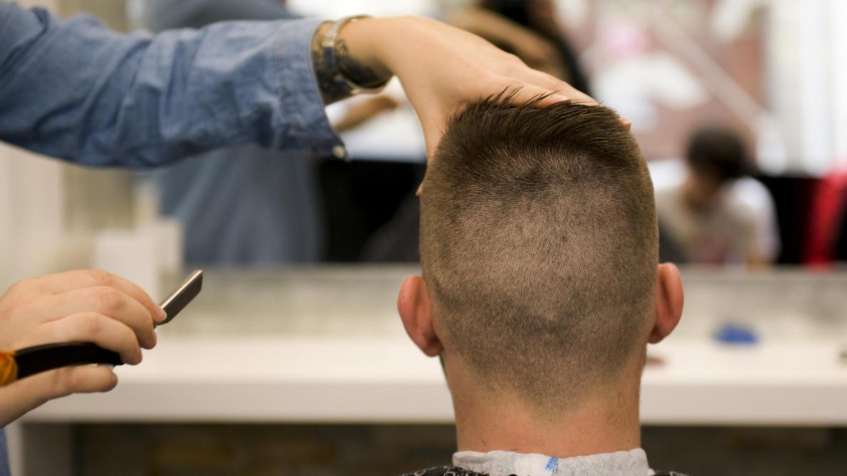 Les Conseils D Un Coiffeur Pour Faire Survivre Sa Coupe De Cheveux Au Confinement