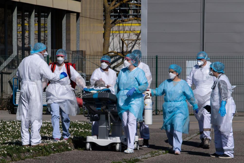 En France, au moins 27 soignants sont morts de la covid-1