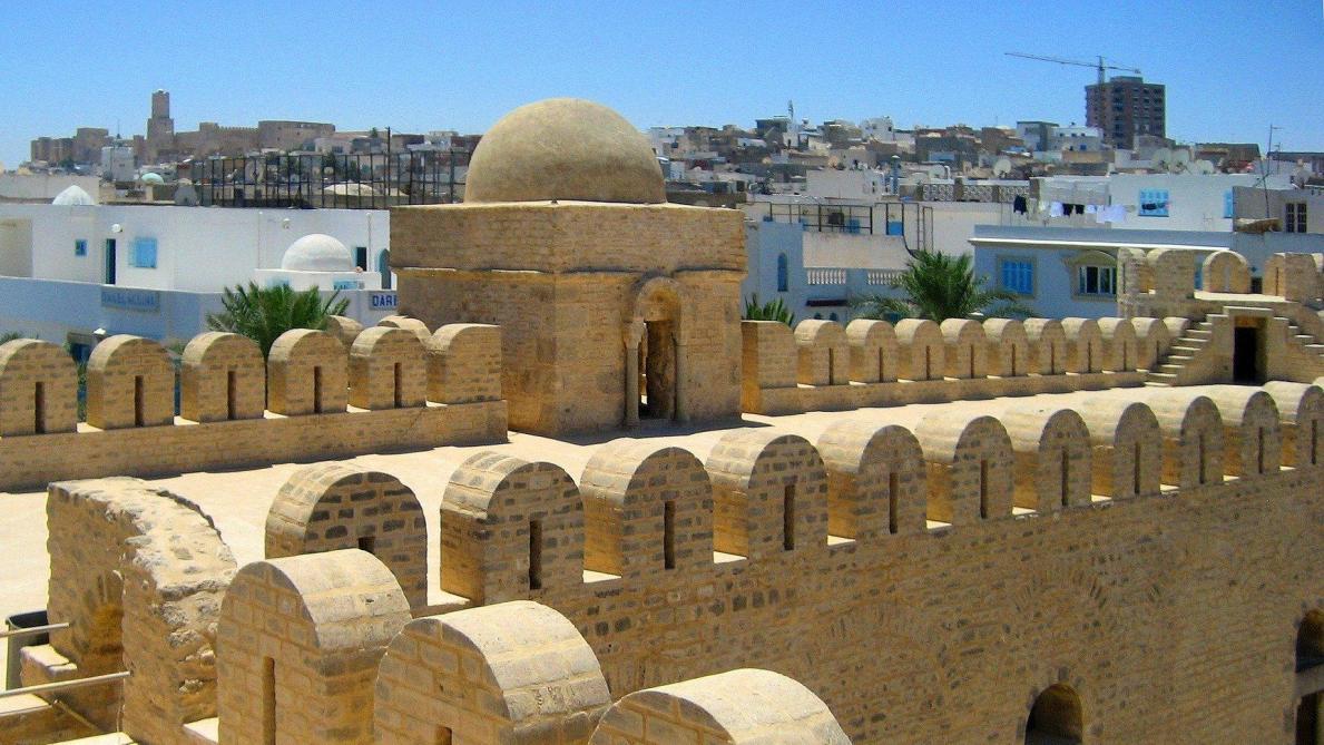 Attaque terroriste en Tunisie: un gendarme tué, trois assaillants abattus