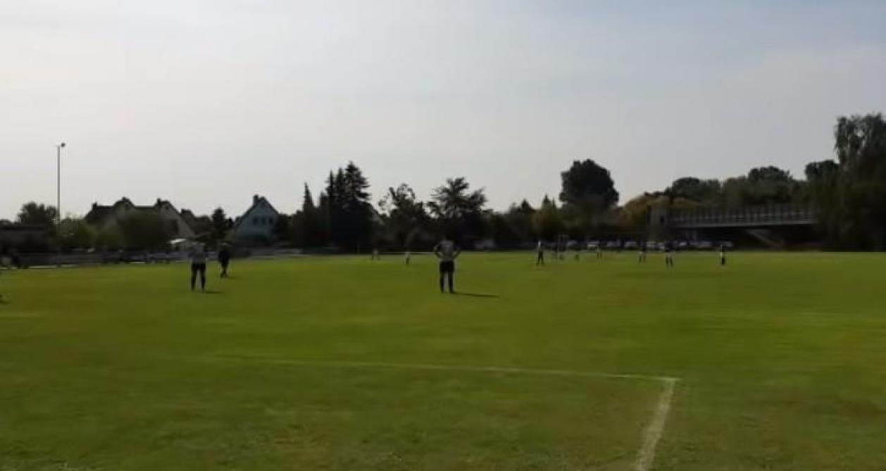 Une équipe respecte les distanciations sociales et s'incline 3-0 — Allemagne