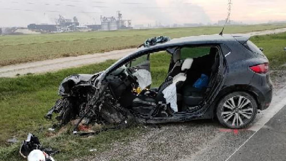 Collision Pres De Bazancourt L Automobiliste A T Elle Fonce Deliberement Sur Le Camion