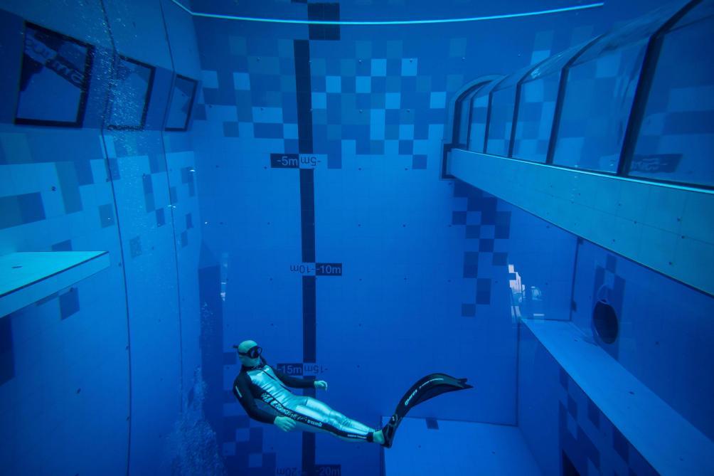 La piscine la plus profonde du monde ouvre près de Varsovie — Pologne