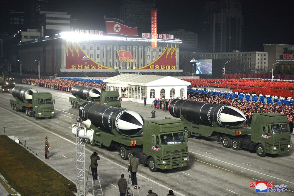 Lors d'une parade militaire la Corée du Nord dévoile un nouveau missile balistique