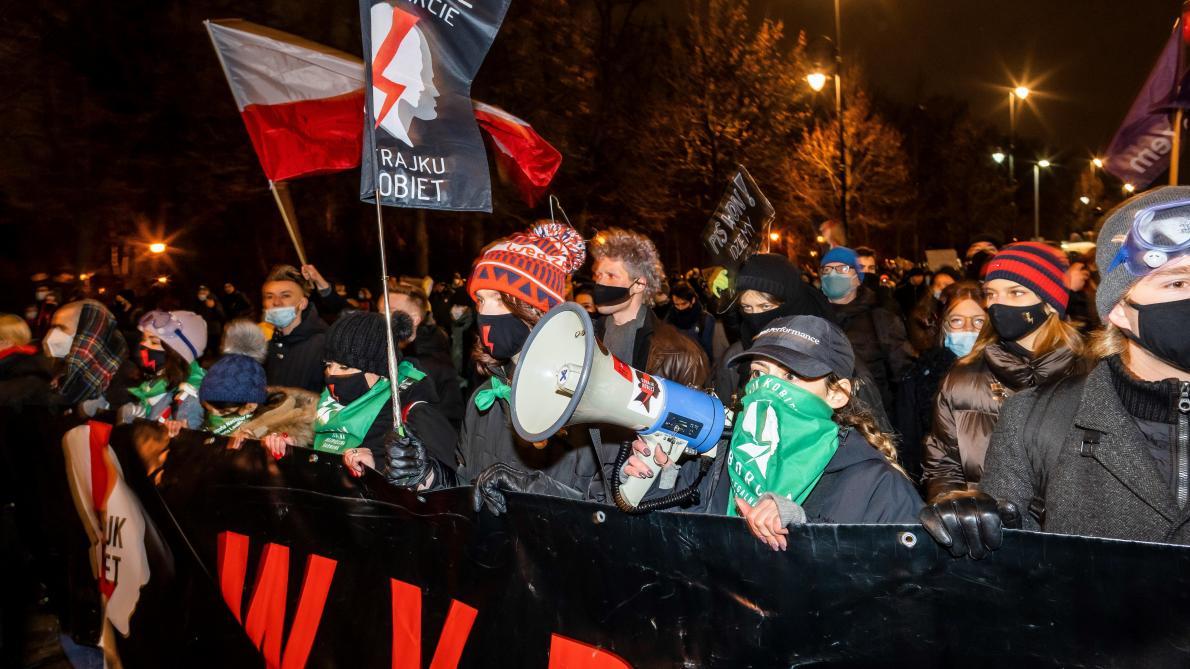 Entrée en vigueur de l'arrêt quasi-interdisant l'avortement — Pologne