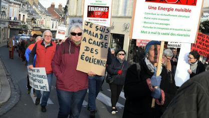 Les manifestants (plus de 200) ont parcouru la rue Eugène-Leduc et emprunté l'avenue Gambetta pour se rendre à la préfecture.